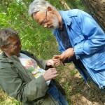 Dan och Jan hjälps åt med antennjobb