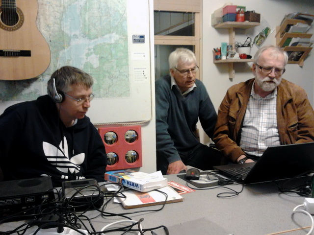 Dan, Alf och Thomas pratar DX med dator